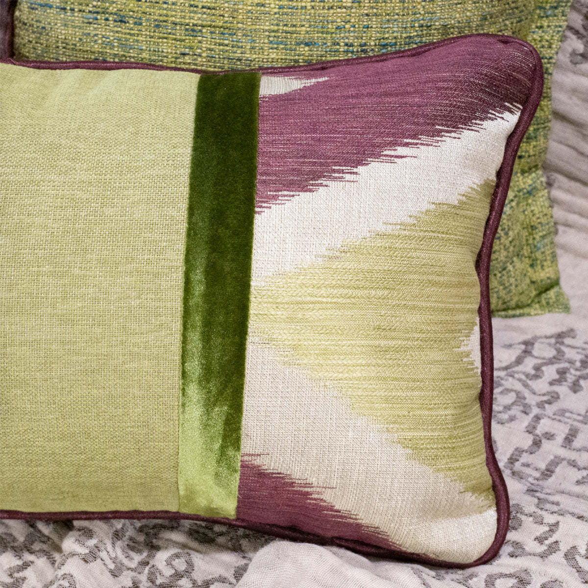 47×32cm角 コラージュクッション Harlequin Ethnic Green&Purple with Piping-B
