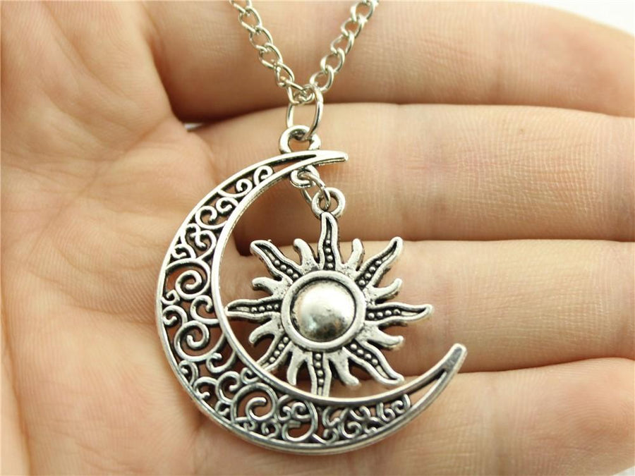 Women's Fashion Necklace, Crescent Moon And Sun Charms Necklaces!