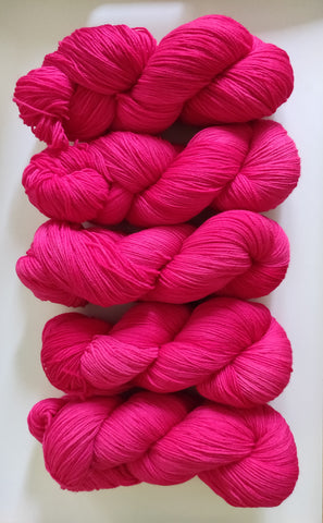 Neonrosa sustainable merino fingering