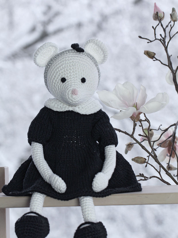 ALICE Crochet Mouse - www.leggybuddy.com