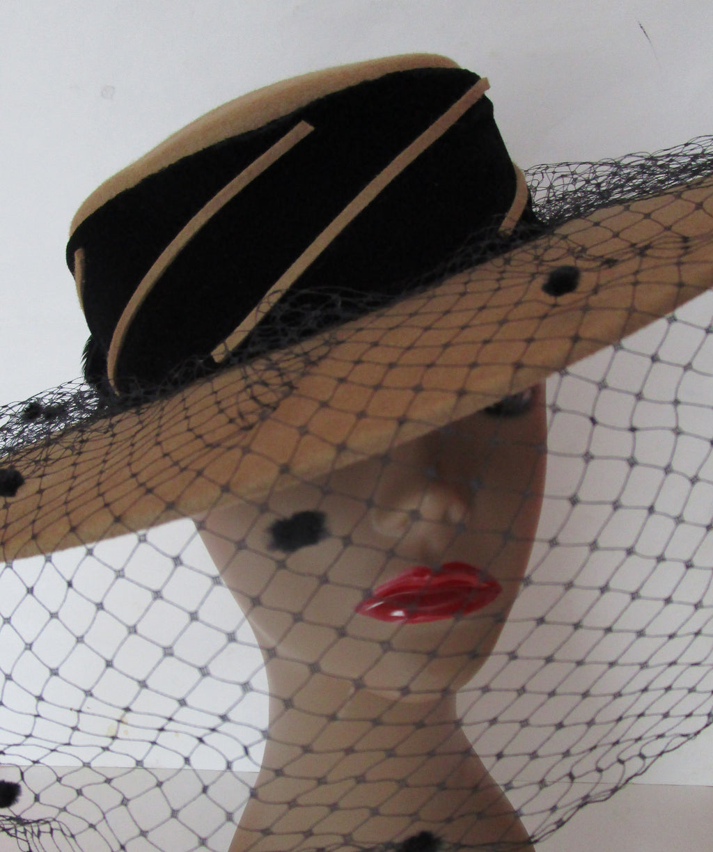 Smart Vintage1980s Veiling Khaki Tan Felt Boater Hat Feathers Derby Church