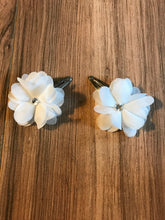 Load image into Gallery viewer, White Flower Hair Clip Set