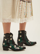 Load image into Gallery viewer, Ranch Daisy floral-appliqué western leather boots