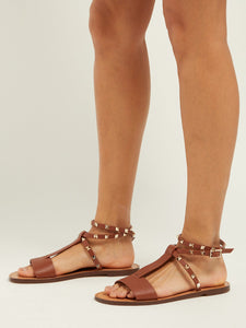 Rockstud grained leather flat sandals