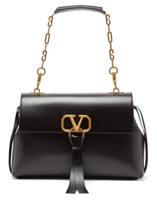 V-ring medium leather shoulder bag