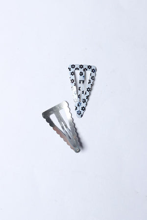 TRIANGLE SHAPED FLORAL SNAP HAIR CLIP