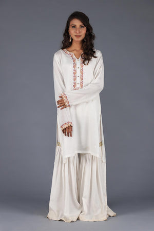 White Cotton Silk Kurta With Threadwork Embroidery