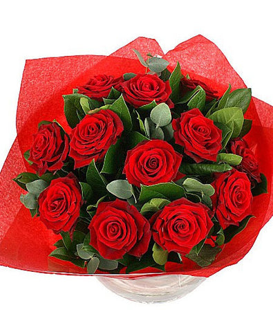 12 Sumptuous Red Roses