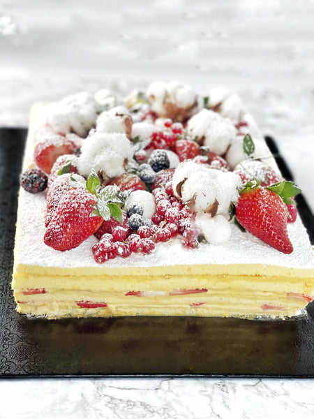 Strawberry cotton cake