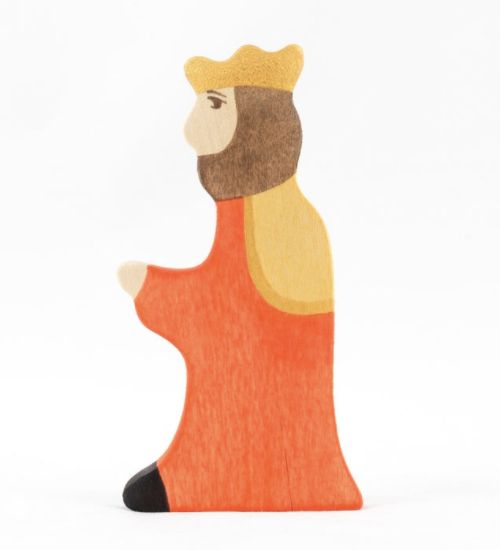 Wooden King and Queen figurines