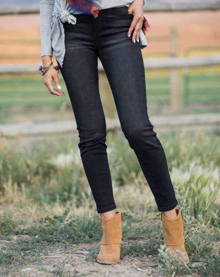 Classic Mid Rise Pull-On Jeggings in Black