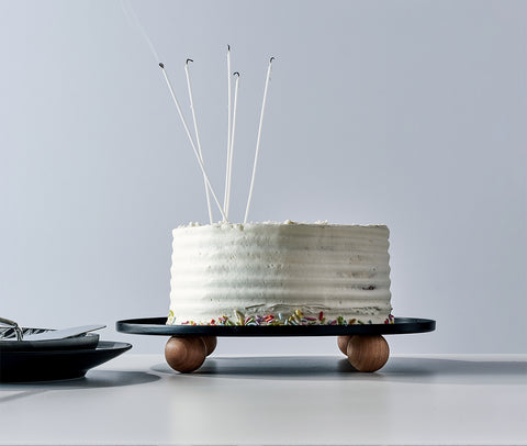 Cake Stand showing a Cake