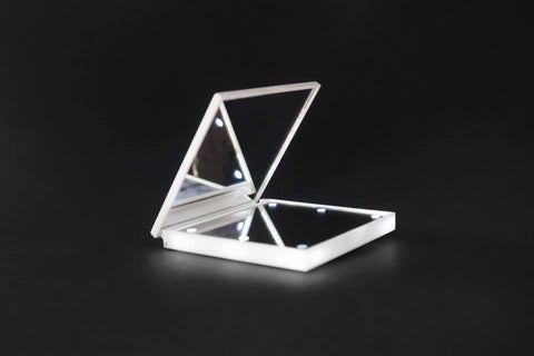 Hollywood Light-Up Compact Mirror