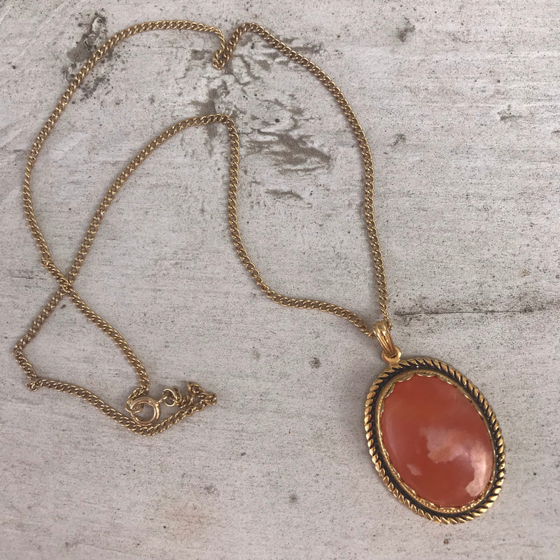 Bezel Set Alabaster Gold Tone Necklace