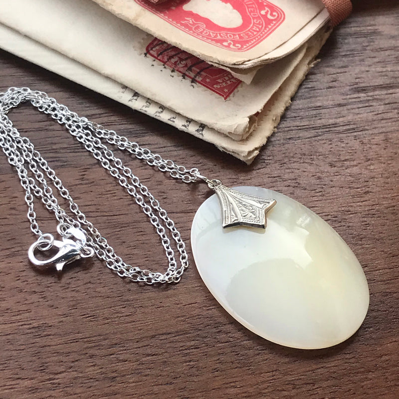 Art Deco Style Mother of Pearl Neclace
