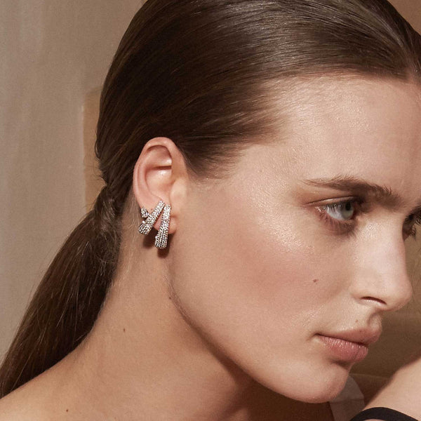 AS29 Bombee Earring in White Gold