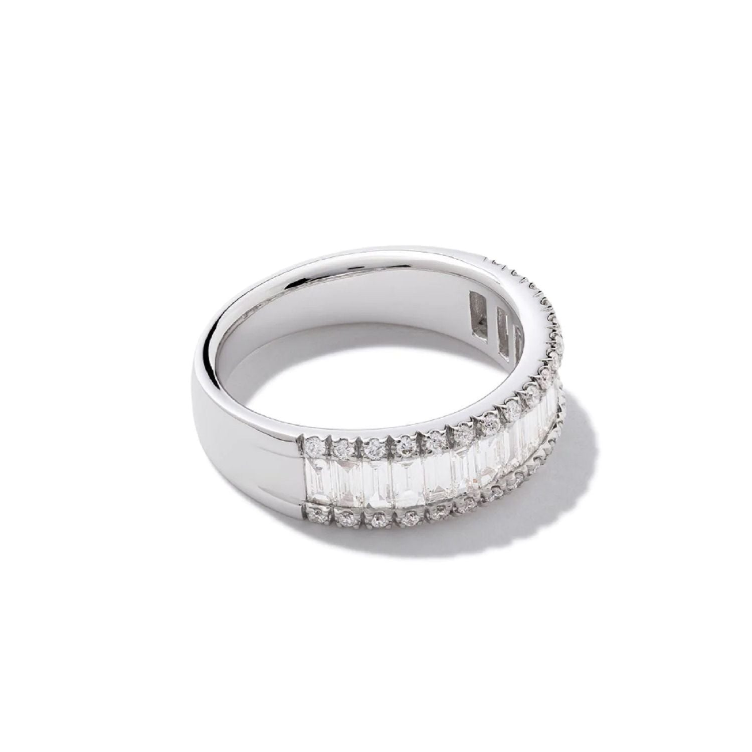 essential-round-and-baguette--diamond-ring-in-18k-white-gold