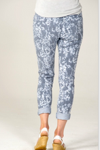Load image into Gallery viewer, LOOK MODE Camo Jeggings
