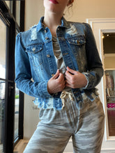 Load image into Gallery viewer, Elan puff shoulder jean jacket