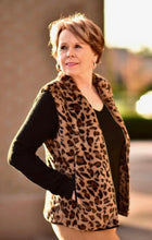 Load image into Gallery viewer, Leopard Fuzzy Vest