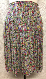 Delightful 90s Spring Floral Pleated Skirt