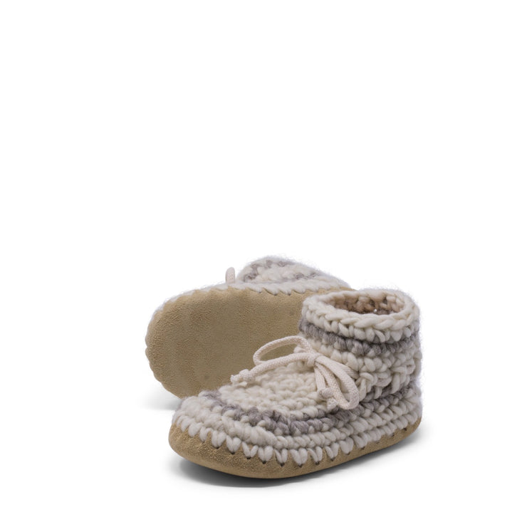 Padraig Cottage - Youth Size 1 Slippers Cream Stripe