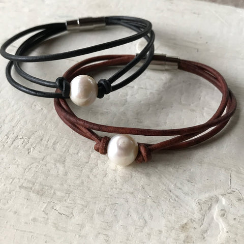Solitary Pearl Leather Bracelet