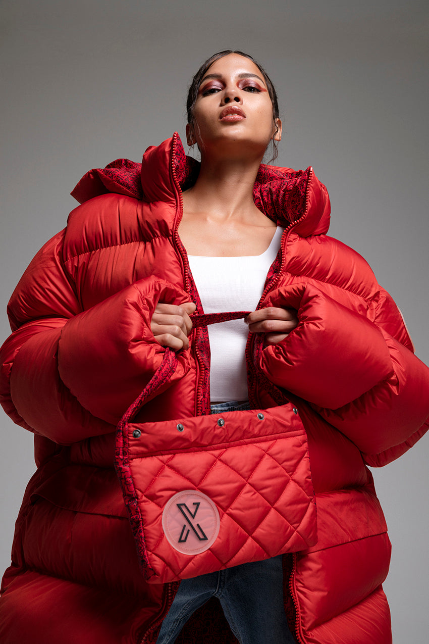 Bess, a giant puffer coat with detachable bag