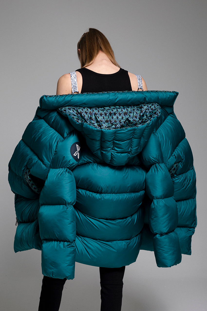 Chansonnier, a giant puffer coat with flashy pattern