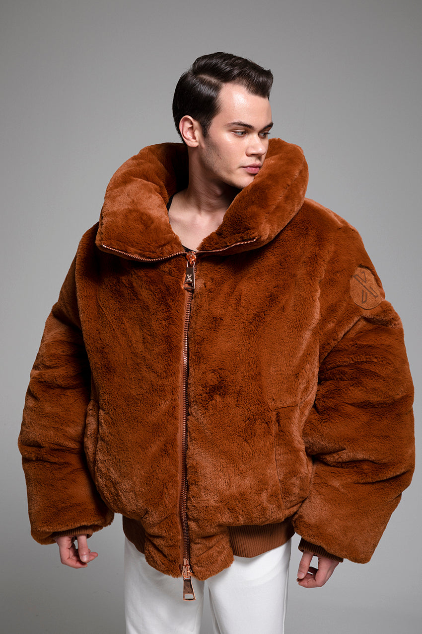 Kanun, a giant plush coat with rib knitted waist and wrist