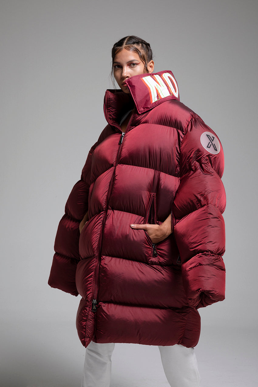 Thea, a giant puffer coat with customizable printed collar