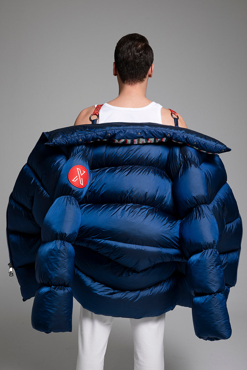 Volodimen, a giant puffer coat with customizable printed collar