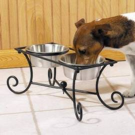 Wrought Iron Raised Dog Diner