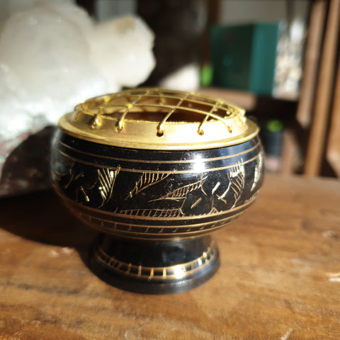 Brass charcoal burner black with etching - 5cm