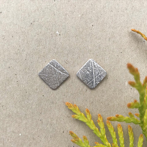 SQUARED PAPER TEXTURE STUDS - RECYCLED SILVER