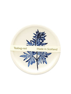 Ceramic tea rest with a leaf print in blue