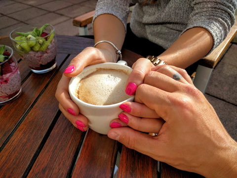 holding hands coffee love