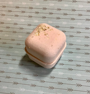 Honey And Oat Bath Bomb