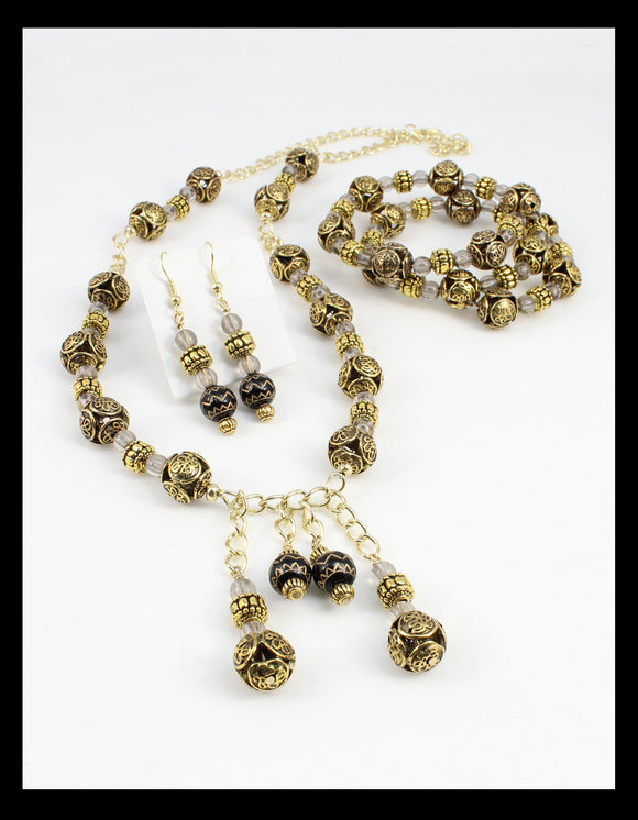 Stunning Antique Gold and Black Necklace set