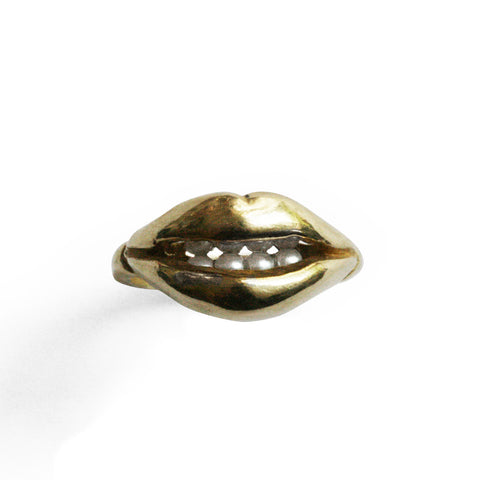 Open Lips Ring with Pearl Teeth