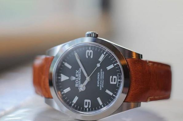 Everest Curved End Leather Watch Strap in Chestnut with Tang