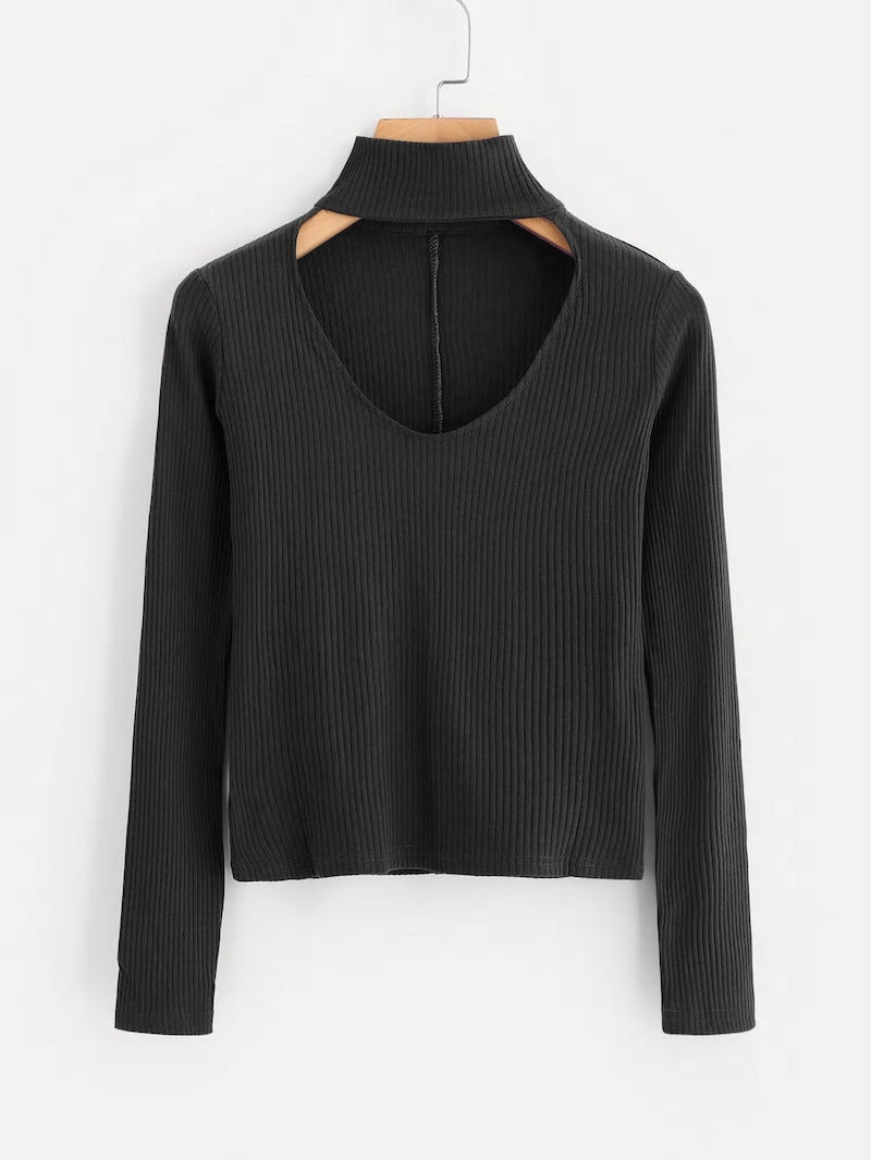 V-CUT CHOKER SWEATER