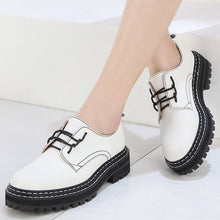 Load image into Gallery viewer, Retro Women Shoes Genuine Leather 2020 New Spring British Style Student Shoes Wild Thick Large Size 41 42 43 Ladies Oxford Shoes