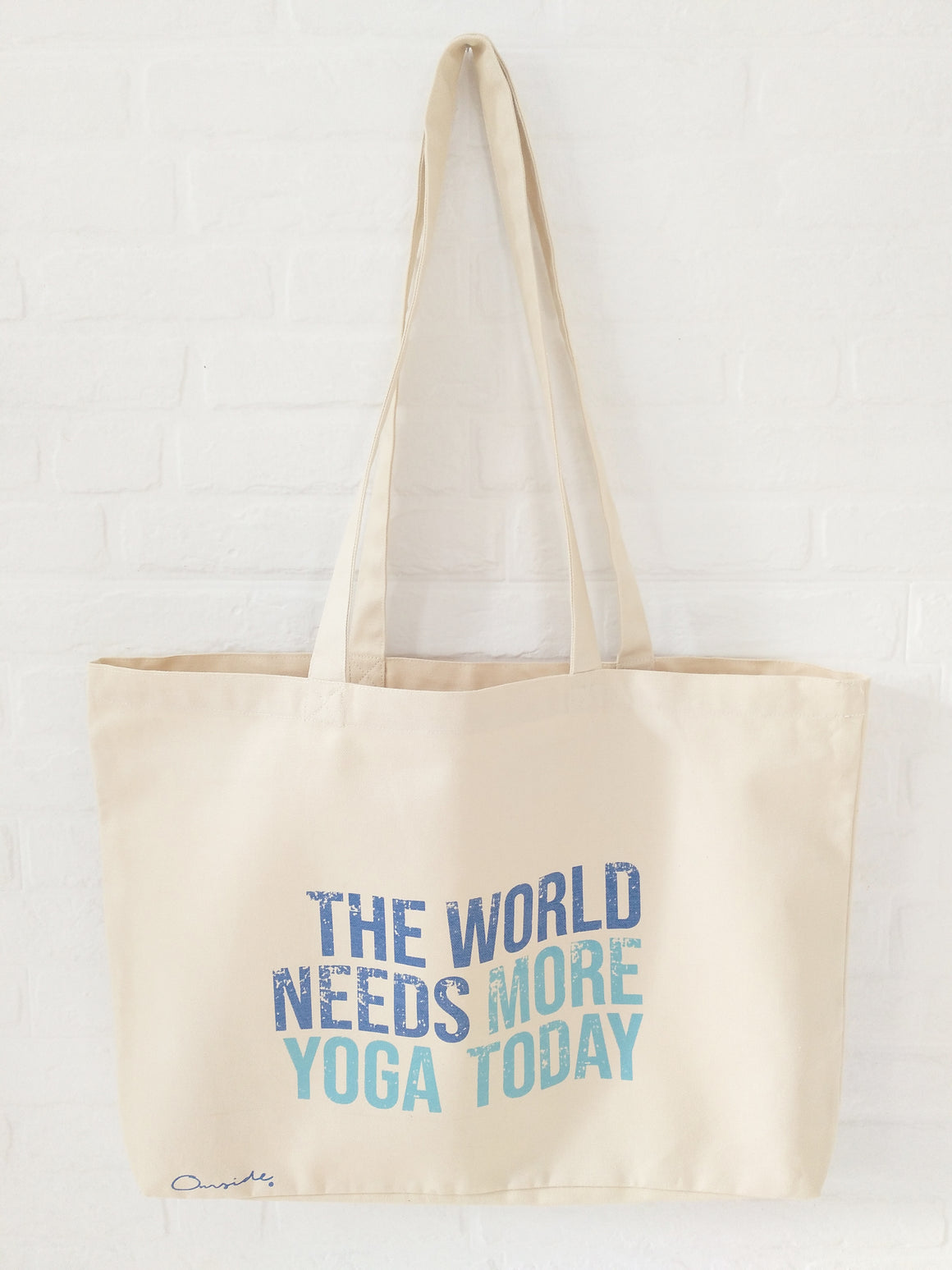 "Bolsa de mano ""The world needs more yoga today""."