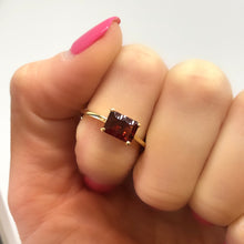 Load image into Gallery viewer, 14k Garnet Ring