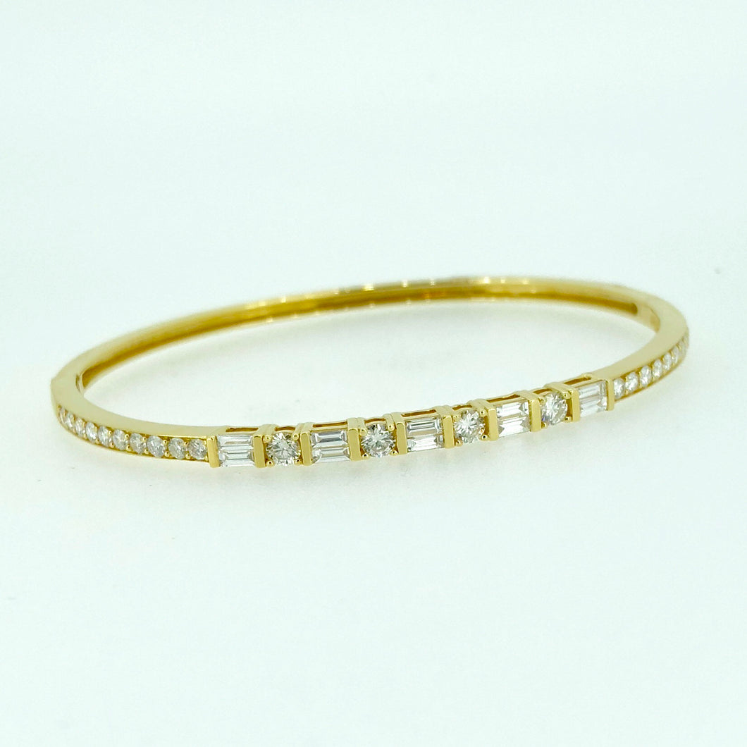 18k Gold and Diamond Bangle