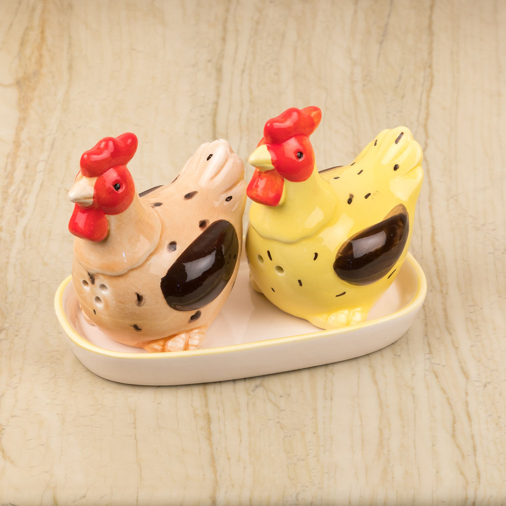 Cute Hens Salt And Pepper Set With Tray