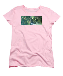 Eel Waiting To Snatch Something For Lunch - Women's T-Shirt (Standard Fit)