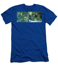 Eel Waiting To Snatch Something For Lunch - Men's T-Shirt (Athletic Fit)