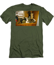Old Looking Sewing Machine And Box - Men's T-Shirt (Athletic Fit)